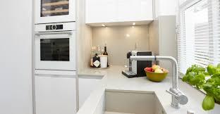 gestaltung weiße küche mit heller arbeitsplatte elha service