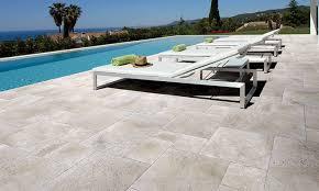cout construction piscine beton 15 carrelage de terrasse gris
