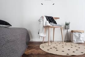 jeder braucht einen ablagestuhl im schlafzimmer craftifair