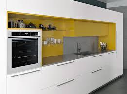 cuisine jaune et blanche cuisines armony modèle yota plan de travail en inox laque