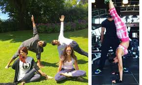 Akshay And Twinkle With Friends Showing Off Their Yoga Poses While Malaika Arora Khan Shows