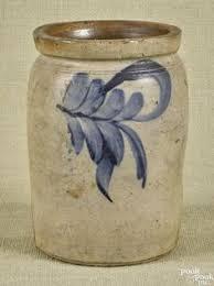 STONEWARE CROCK Low butter crock with cobalt blue