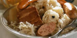 cuisiner la choucroute crue choucroute à la bière facile recette sur cuisine actuelle