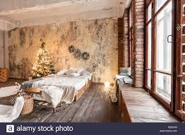 loft style apartments bett im schlafzimmer große fenster