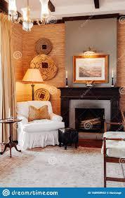 luxuriöse afrikanische safari lodge wohnzimmer mit weißem