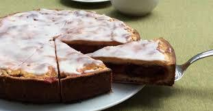 gedeckter pflaumenkuchen mit zuckerguss selber backen