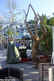 Halloween Horror Nights Parking by Universal Studios Hollywood Sets Up Scares And More Thrills