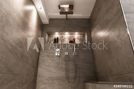 modernes badezimmer klein luxuriös modern mit offener dusche
