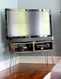 Pallet TV Stand With Hair Pin Legs And Natural Stain Preparing For Peanut