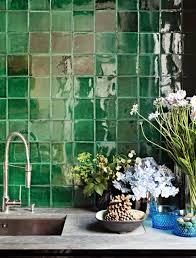 green tile grüne fliesen fliesen außenbereich grün