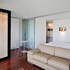 comment cr馥r une chambre dans un salon des astuces pour optimiser l espace d un petit studio sans mezzanine
