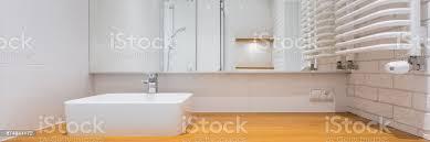 badezimmer mit holz arbeitsplatte stockfoto und mehr bilder architektur