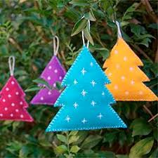 make these felt tree ornaments great project for
