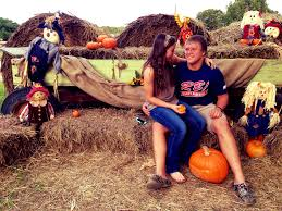 Pumpkin Patch Fayetteville Arkansas by Pumpkin Patch Photo Shoot Fall Pictures Happy Couples Www