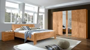 schlafzimmerkombination mit kleiderschrank doppelbettgestell und nachttischen