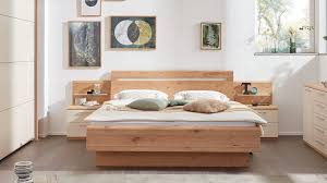 interliving schlafzimmer serie 1013 doppelbettgestell mit nachtkonsolen und aufsätzen balkeneiche sand liegefläche