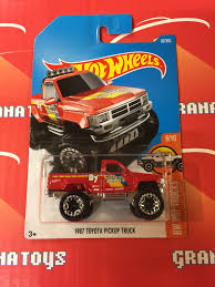 100 1987 Toyota Truck Pickup 82 Red 2017 Hot Wheels Case D New 1