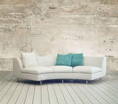 weiße möbel auf gemütliches wohnzimmer mit unfinished mauer hintergrund design und holzboden