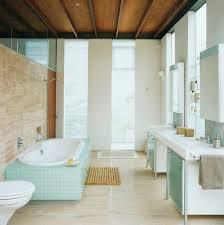 modernes badezimmer mit raumhohen bild kaufen 346447