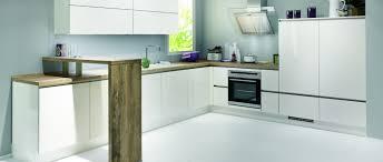 cuisine incorporé cuisine aménagée avec un bar en bois photo 4 12 ce modèle de