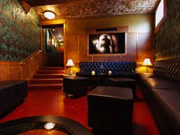 Bathtub Gin Nyc Burlesque by The Pink Door Travel Leisure