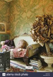 romantisch wohnzimmer detail grün muster tapete