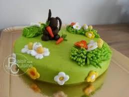 deco gateau en pate a sucre gâteau lapins de pâques déco en pâte à sucre par du plaisir dans