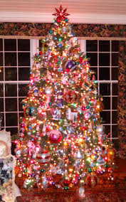 Downswept Pencil Christmas Tree by 3673 Best Christmas Trees Images On Pinterest Xmas Trees Merry