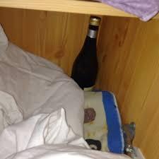 heimlich sekt und weinflaschen gefunden sucht