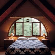 ein loft schlafzimmer mit einem bild kaufen 717265