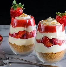 dessert aux fraises découvrez le parfait à la fraise un dessert léger délicieux et
