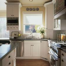 Retro Kitchen Decorating Idea With Vintage White Cabinet