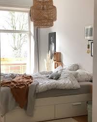 helles gemütliches schlafzimmer mit ikea le