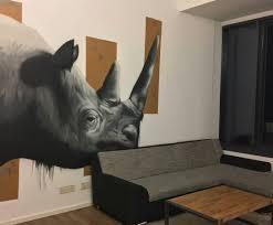 nashorn im wohnzimmer graffitiartist
