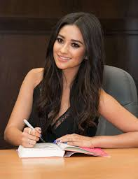 Shay Mitchell - Signs Her New Book 'Bliss' At Barnes & Noble In LA Linda Gray Signs And Discusses Her New Book Barnes Noble Celebrates Cary Elwes Sign Copies Of His Abbi Jacobson Signing Cversation For Drew Barrymore Valerie Harper Laura Prepon At The Grove William Shatner Shay Mitchell Bliss Booksigning In Los