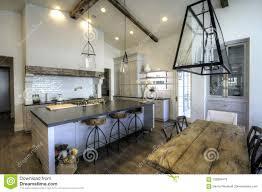 sehr große neue küche und esszimmer stockbild bild