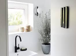 karinas bad schlichte gemütlichkeit in schwarz weiß