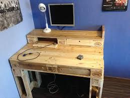 Diy Wood Computer Desk by Pallet Computer Desk 99 Pallets