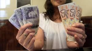 bureau de change en anglais paniqués les anglais se ruent dans les bureaux de change pour