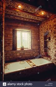 bad unter fenster und strahler 70er jahre badezimmer mit