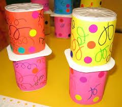 que faire avec des pots de yaourt en verre carnaval maracas et affiche la moyenne section de