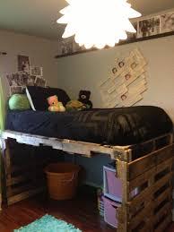 DIY Pallet Kids Bed