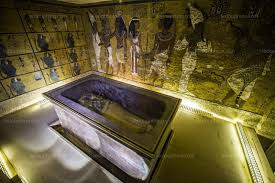 la chambre secrete monde la tombe de toutankhamon pourrait bien révéler une