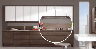 revetement pour meuble de cuisine crédences et barres d accrochage les finitions et astuces qui