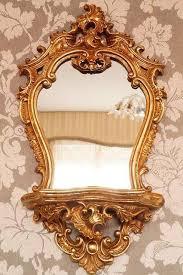 prunkvolle spiegel konsole im vintagelook aus kunstharz
