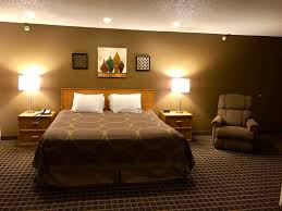 Bed Frame Types by Accommodations At Quincy Inn And Suites Quincy Inn U0026 Suites