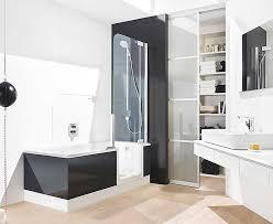 Badewanne Mit Dusche Begehbare Badewanne Mit Dusche Und Tür In Eine Rechteckige Form Und