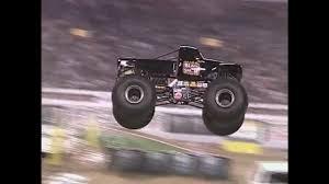 100 Monster Truck Crash Grave Digger Vs BlackSmith Jam World Finals Racing Round 1