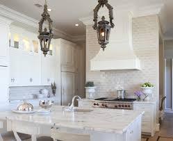 antique white kitchen backsplash