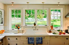 traditional kitchen decor using classic pale cabinet and
